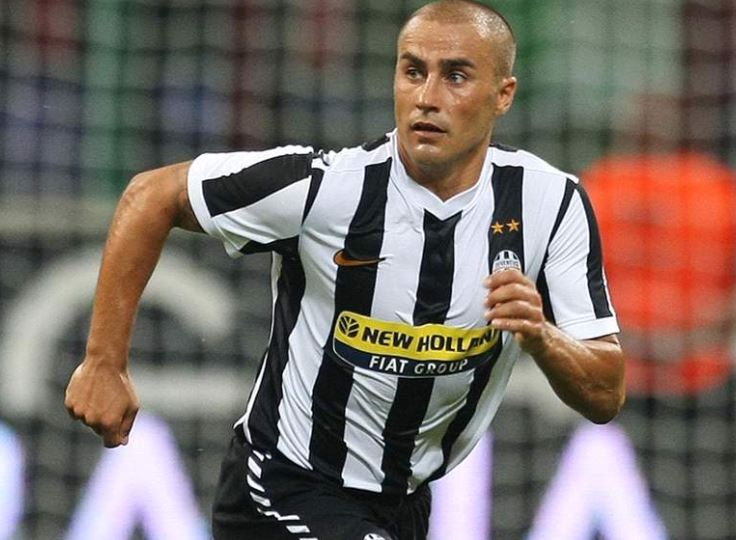 Fabio Cannavaro corre en juego de la Juve