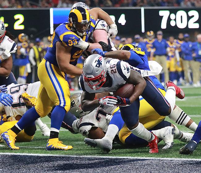 TD del título de Sony Michel contra Rams