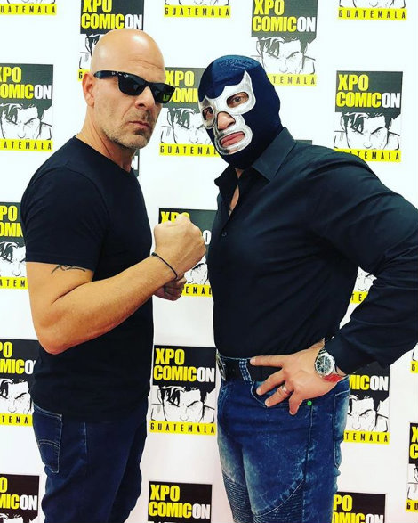 Bruce Willis y Blue Demon Jr.