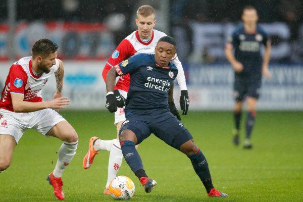 'Chucky' Lozano regresa con el PSV en sufrido empate