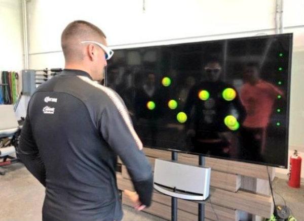 Nico Castillo en actividad con el Neuro Tracker