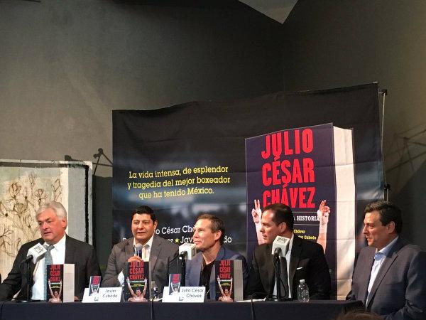 Julio César Chávez presentó su libro