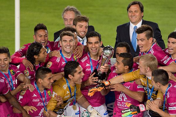 Rafa Márquez celebra título con León