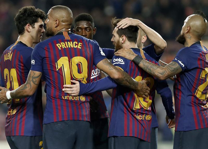 Jugadores del Barcelona festejan el gol de Messi  f5bd74b2e