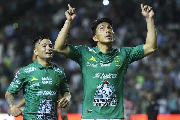 Ángel Mena celebra su gol ante Toluca  7bbc1d61d22b5