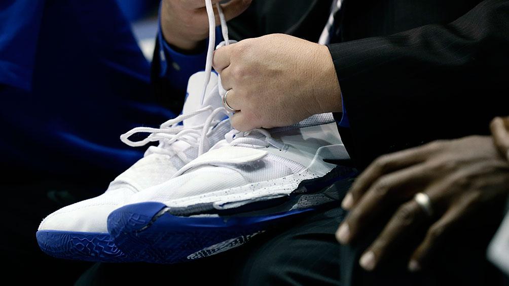 detailed look a1bf3 8c33f Zapatos de Zion Williamson   AP