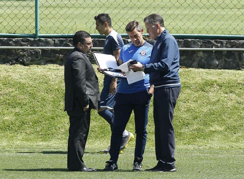 Caixinha y Peláez hablan en la práctica de Cruz Azul  72a7d011d6c53