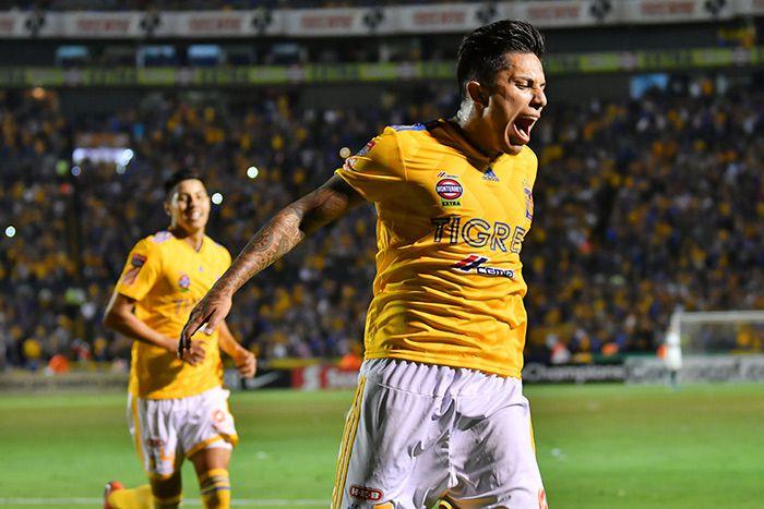 Carlos Salcedo grita en celebración