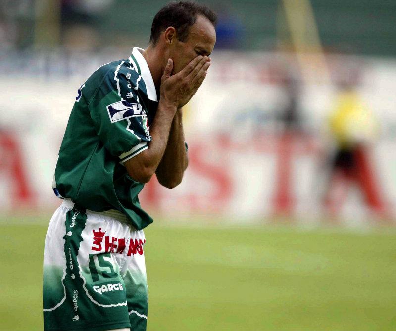 Misael Espinoza se lamenta durante el juego ante Veracruz