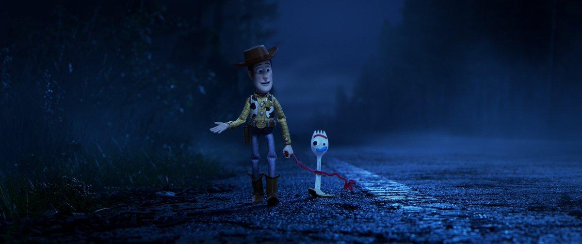 3d7bc34fe642b Woody camina junto a Forky