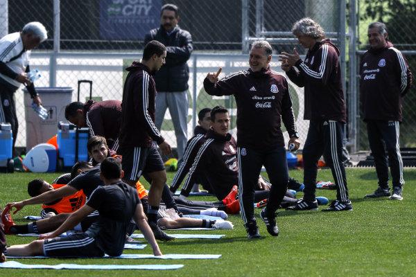 Gerardo Martino en un entrenamiento con el Tricolor