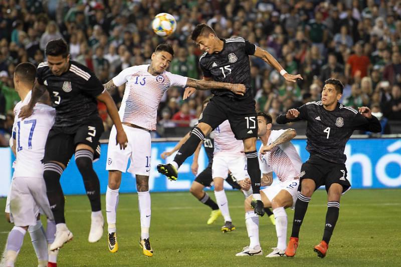 Héctor Moreno cabecea para poner el 2-0 parcial