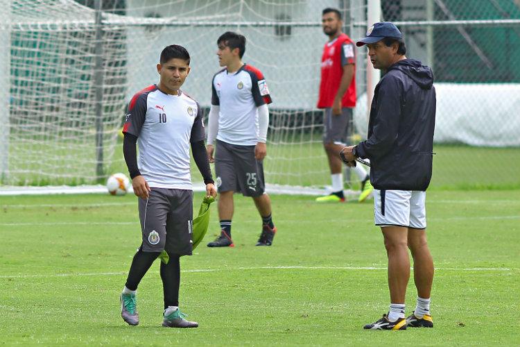 Eduardo López, durante un entrenamiento con Chivas