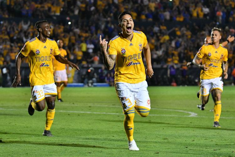 Herrera defiende a Edson Álvarez de las declaraciones de Salcedo