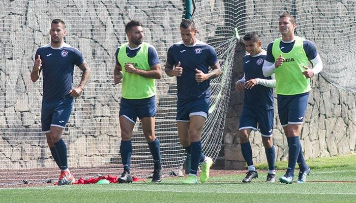 Jugadores del Cruz Azul en entrenamiento en la Noria