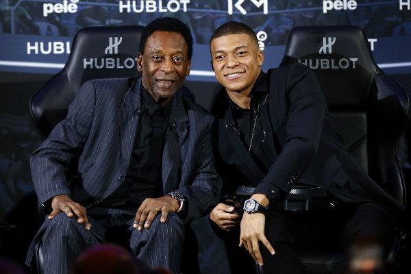 Pelé pasó buena noche y seguirá en observación en París
