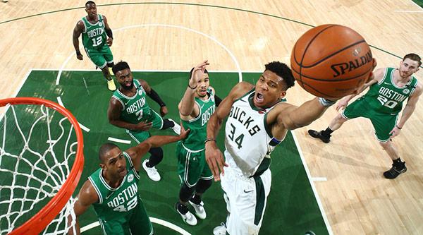 Bucks se vengan de Celtics; los arrollan