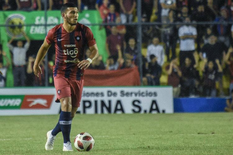 Cruz Azul aumenta su oferta por Juan Escobar
