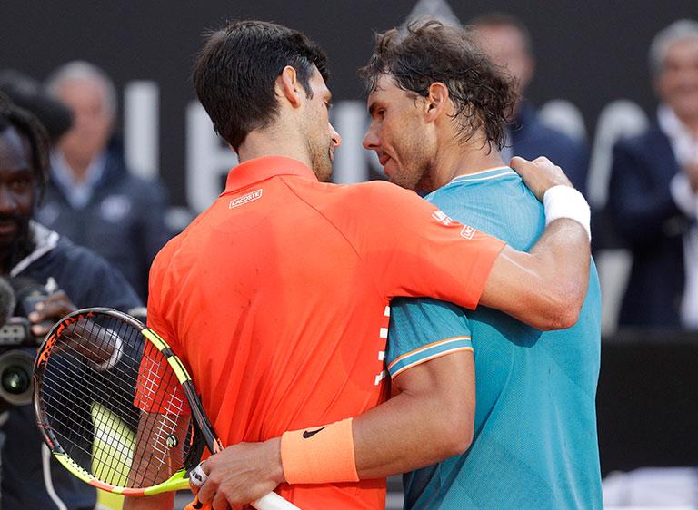 Djokovic y Nadal se abrazan tras la Final