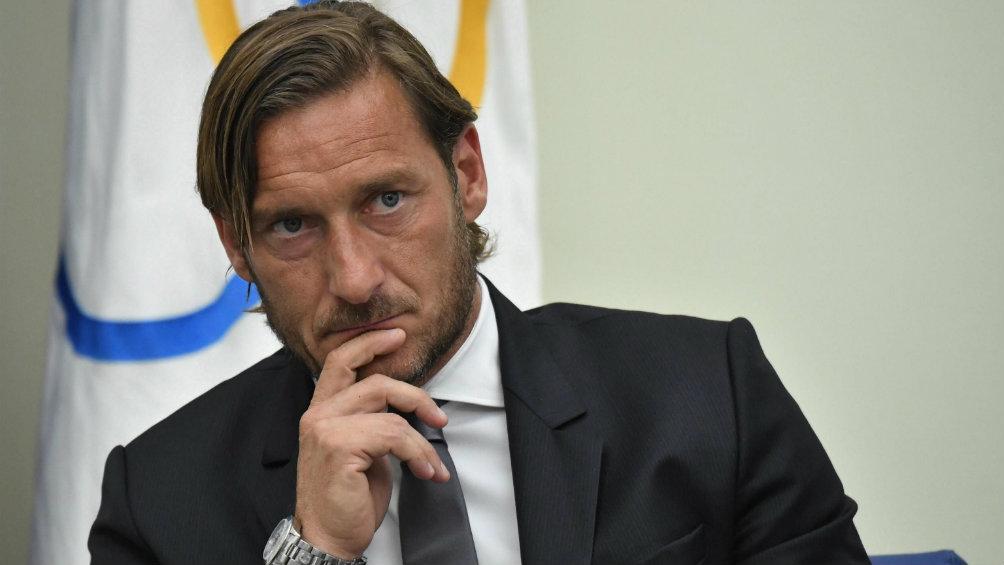 Francesco Totti renuncia en la AS Roma