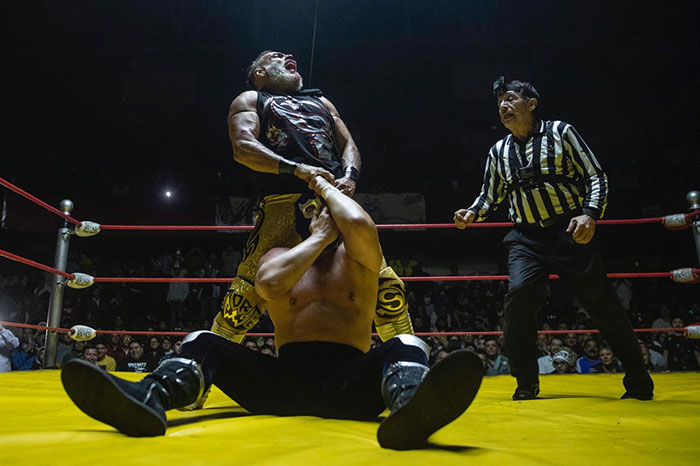Rey Wagner le rompe la máscara a Blue Demon Jr.