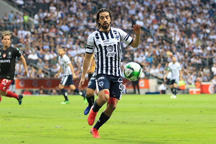 Pizarro en un partido con Monterrey