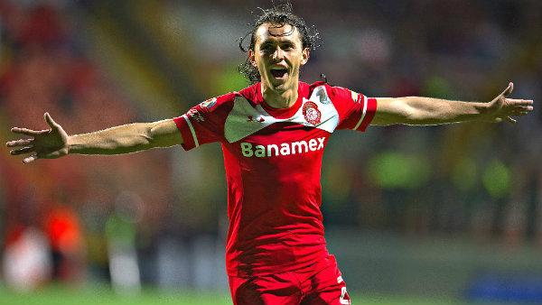 Omar Arellano vuelve al futbol mexicano con Querétaro