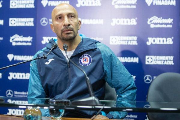 Conejo Pérez en confrerencia de prensa