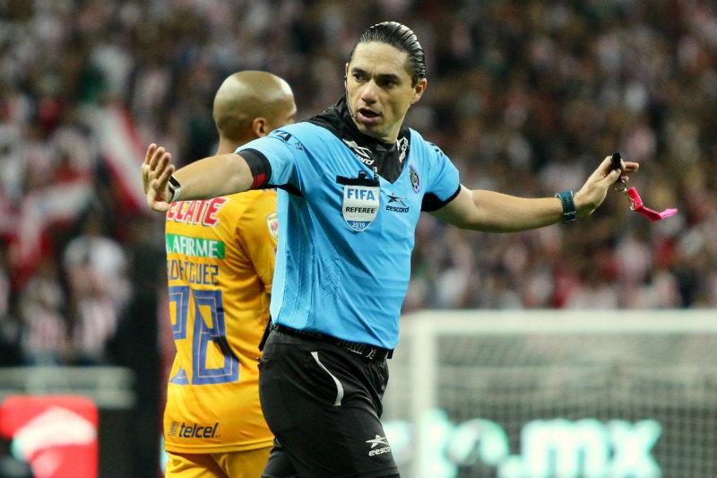 Oscar Macías Romo, árbitro del Chivas vs Tigres del A2019