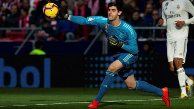 El arquero belga en un duelo con el Real Madrid