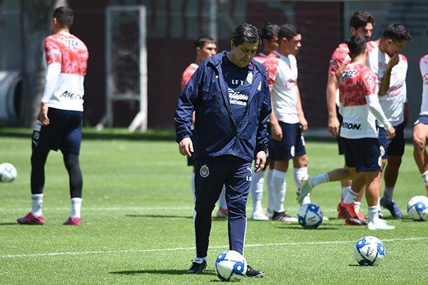 Luis Fernando Tena con saldo favorable ante Pumas
