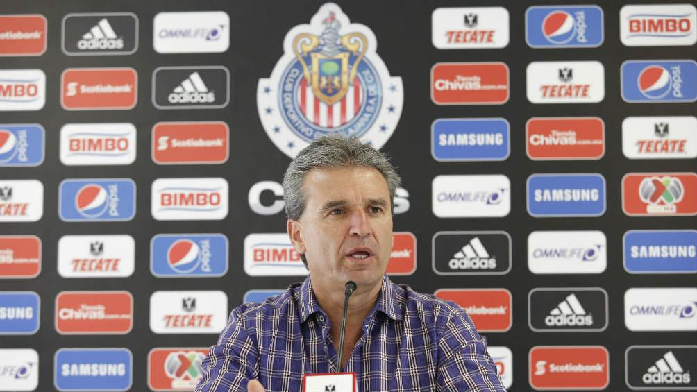 Chivas le daría control total a Peláez
