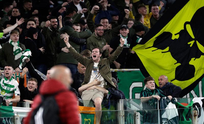 Aficionados del Celtic interpretan que Ntcham recrea la muerte de Mussolini en su celebración