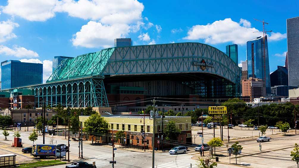 Carlos Beltrán y Alex Cora enfrentan escándalo en la MLB