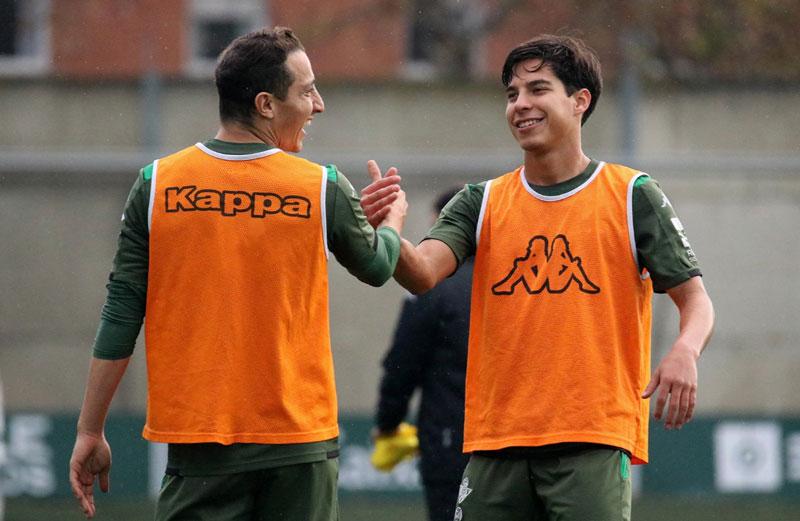Real Betis. La renovación de Guardado por dos años ya es oficial