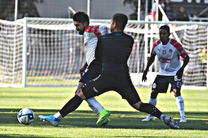 ¡Dupla goleadora! Oribe y Macías dan triunfo a Chivas