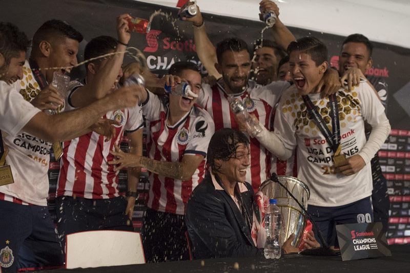 Chivas gana a Juárez e ilusiona a sus aficionados