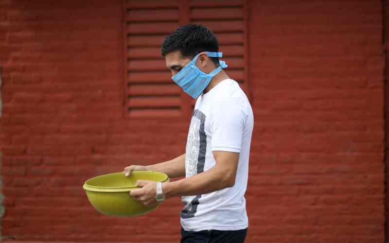 Las muertes por coronavirus superan las 2.000 en EE UU