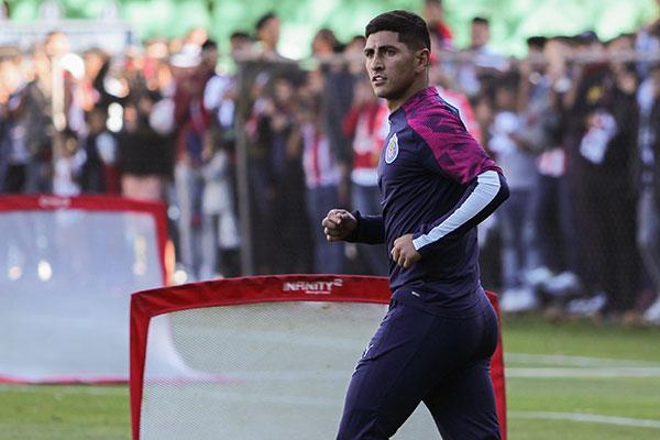 El Pocho en un entrenamiento con Chivas