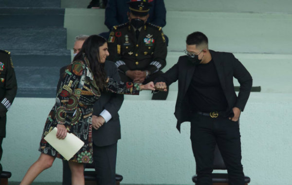 Ana Guevara y Julio Urías en la ceremonia de entrega del PND