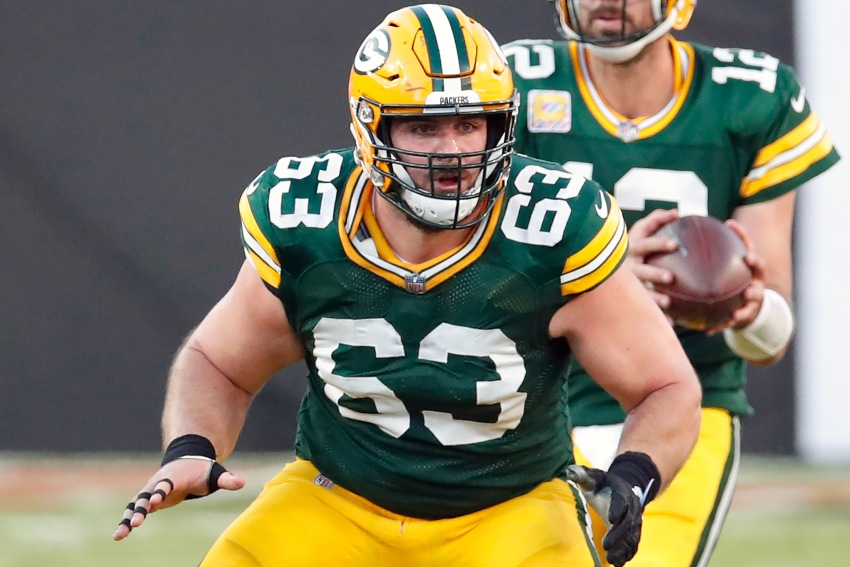 Corey Linsley en un partido con los Packers de Green Bay