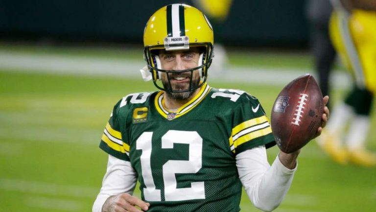 Aaron Rodgers en acción con los Packers