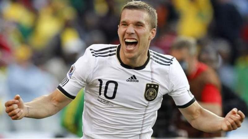 Lukas Podolski está cerca de llegar a la Liga Mx con Querétaro, revela el Fantasma Suárez