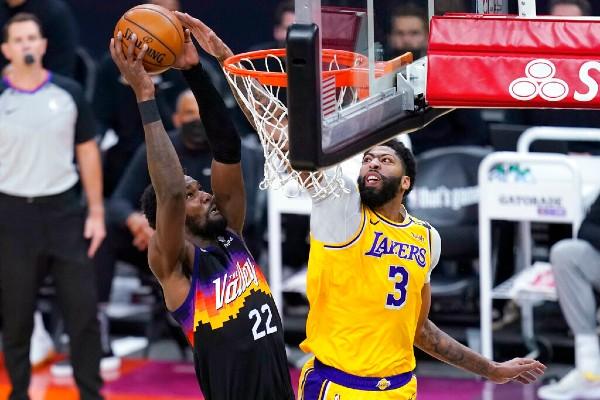 Deandre Ayton of the Suns vs. Anthony Davis of the Lakers