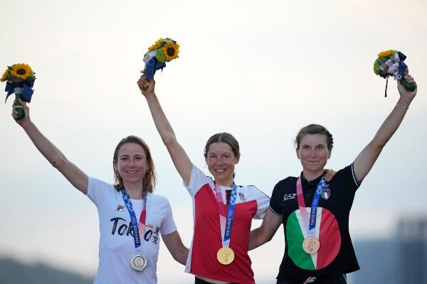 Tokio 2020: Anna Kiesenhofer se proclamó campeona olímpica de ciclismo en  ruta