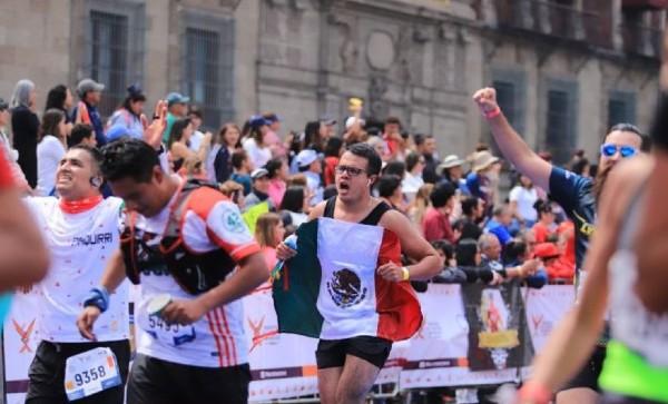 Corredores durante el recorrido del Maratón de la Ciudad de México