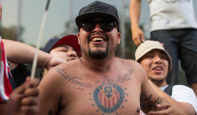 El sentimiento Rojiblanco tatuado en el corazón en la serenata de Chivas