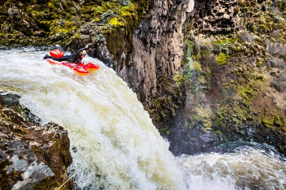 Al ser perfeccionista en saltos de cascada, intentó realizar algo más extremo