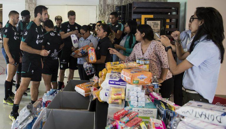 Varios futbolistas se sumaron al apoyo para recolectar alimento