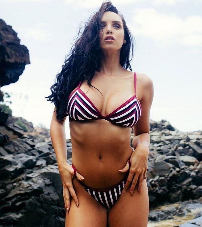 Cada vez que va a la playa aprovecha para presumir su hermoso cuerpo